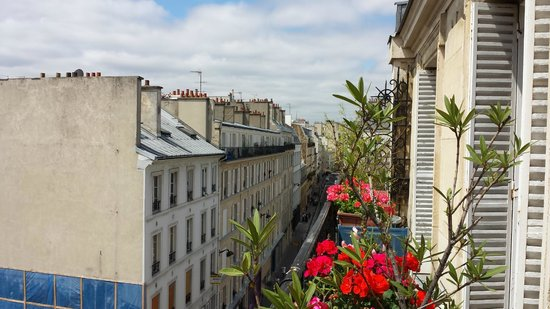 Balcon picture of appartement d 39 hotes folie mericourt for Appartement balcon paris