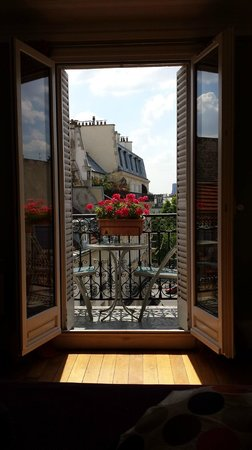 Appartement d'hotes Folie Mericourt : chambre balcon