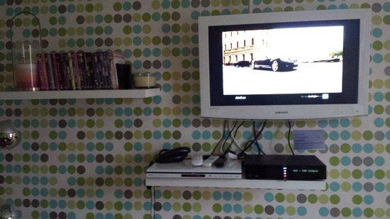 Appartement d'hotes Folie Mericourt : TV lecteur DVD wifi téléphone