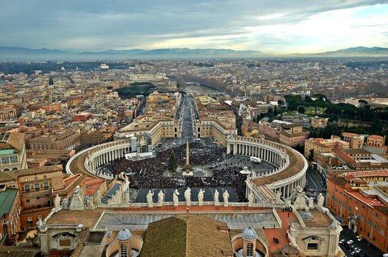 Hotel Raffaello: view from the basilica