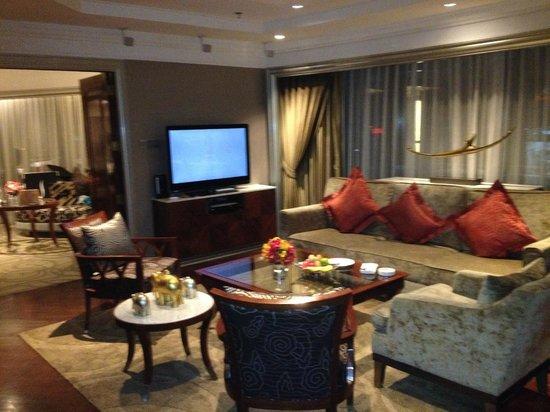 InterContinental Bangkok: Diplomatic Suite Living Room