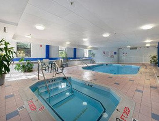 Baymont Inn & Suites Lexington : Pool