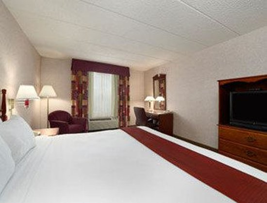 Baymont Inn & Suites Lexington : One King Bed Guest Room