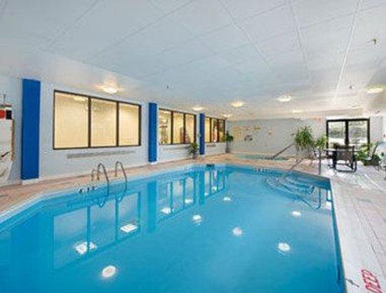 Baymont Inn & Suites Lexington : Pool