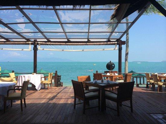 Bandara Resort & Spa: Chom Dao restaurant with a sea view
