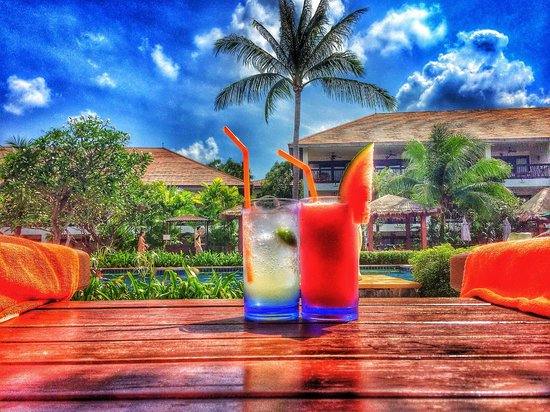 Bandara Resort & Spa: Drinks by the main pool