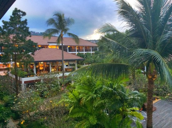 Bandara Resort & Spa: Hotel grounds view