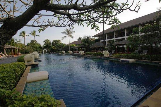 Bandara Resort & Spa: Main pool