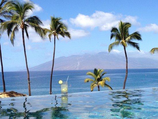 Four Seasons Resort Maui at Wailea: Cucumber ginger smash at the adult pool