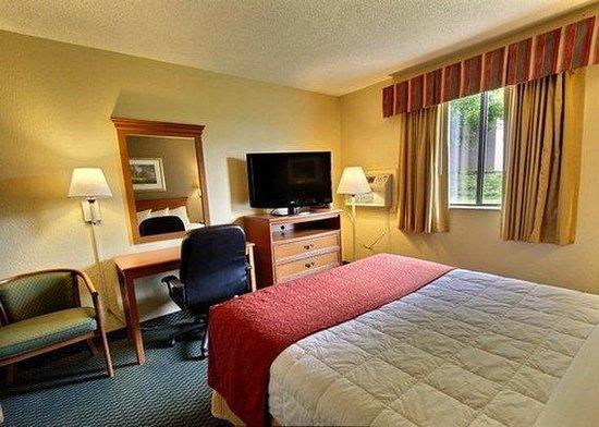 Quality Inn Newport News: guest room