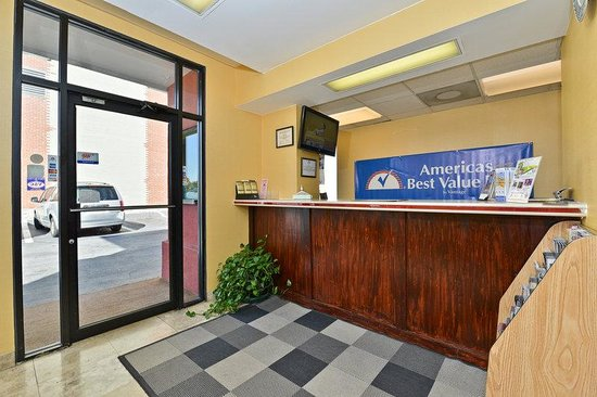Americas Best Value Inn - Downtown / Midtown : Front Desk