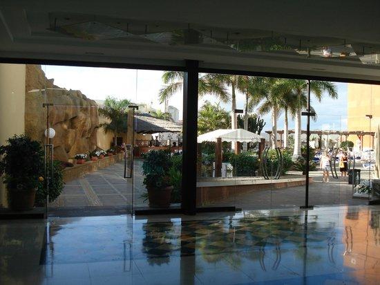 Be Live Experience La Nina: looking towards outdoor bar area