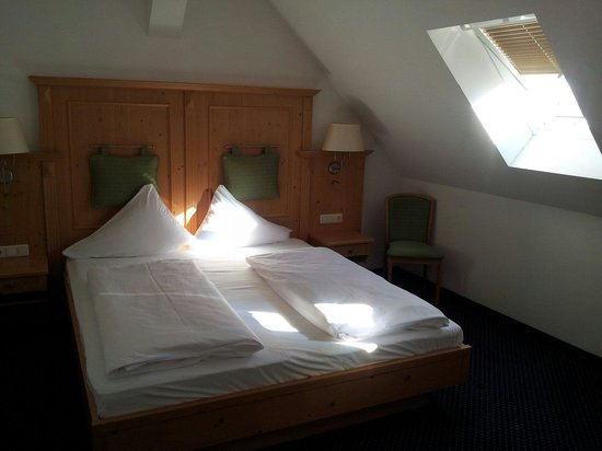 Slaapkamer - Picture of Sonnenspitze Hotel, Ehrwald - TripAdvisor