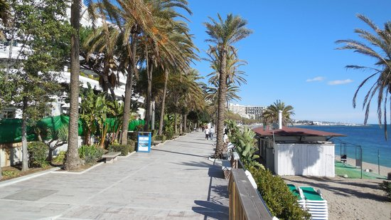 Marriott's Marbella Beach Resort: Marbella coastal promenade