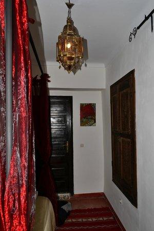 Riad Al Mamoune : room 2 - bed