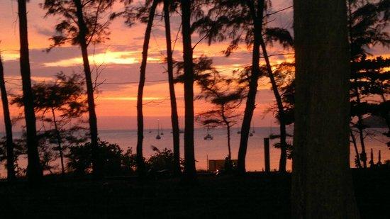 Rawai Beach: un tramonto speciale che capita raramente