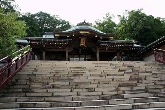 Suwa Shrine : 階段を登りきった先にある本殿