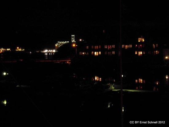 Hummeren Hotel: Harbour view at night
