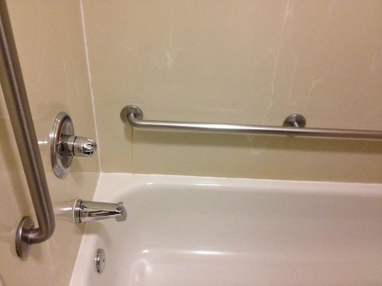 Fairfield Inn & Suites Fredericksburg: Rust Stains