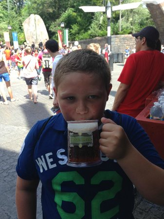 The Wizarding World of Harry Potter : Mmmm...Butter Beer