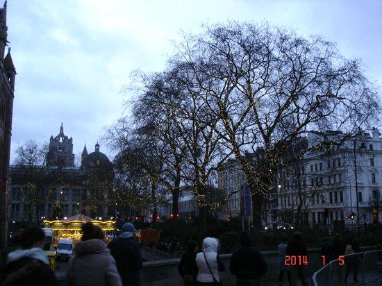 Musée d'histoire naturelle de Londres : Вид с улицы
