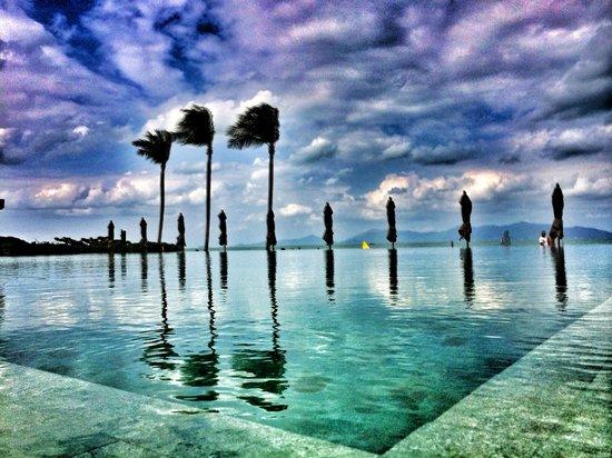 Hansar Samui Resort: pool view