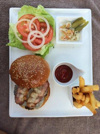 Hansar Samui Resort: Lunch burger was perfect