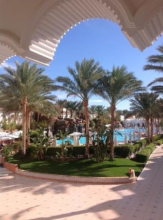 Baron Palms Resort Sharm El Sheikh : view from the terrace with afternoon tea and cake!