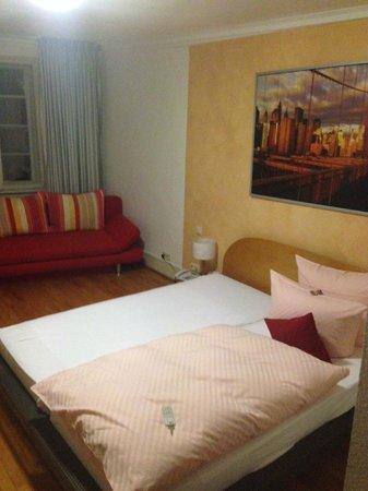 Hotel Goldener Falke: Zimmer 26 (glaub ich) nach vorne in Richtung Platz