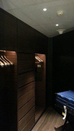 Armani Hotel Dubai: Walk in