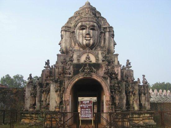 Amarkantak, Indien: お寺の門。
