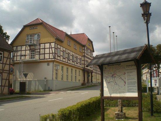 Du & Ich Harzhotel Guentersberge: Außenansicht an der Straße