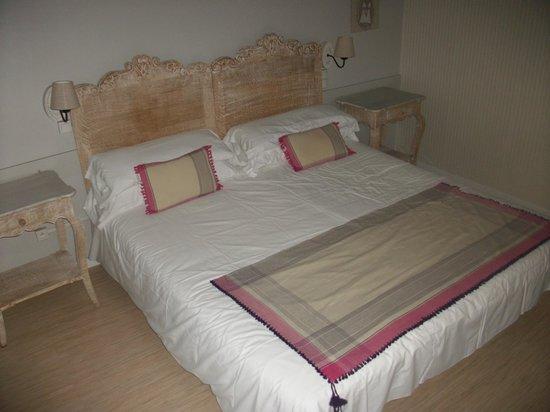 Hotel Lune de Mougins : Le lit king size