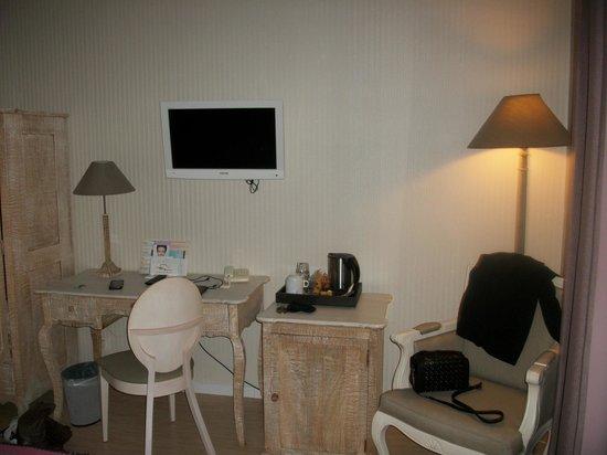 Hotel Lune de Mougins: Télé bureau fauteuil