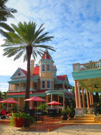The Southernmost House : View from the hammock of the hotel