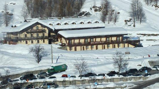 Hotel Chalet du Lys gezien vanaf de cabineliften.