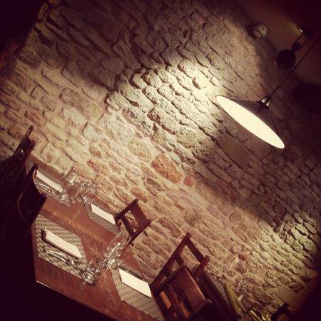 Hôtel - Restaurant de la Paix : un petit bout de la salle du bistro