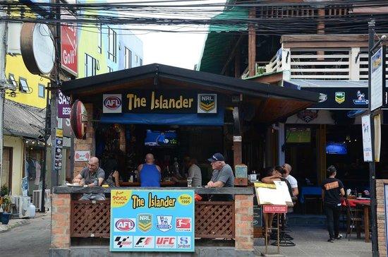The Islander : a warm welcome