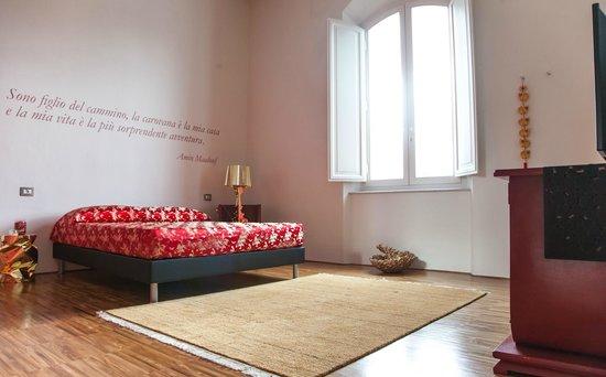 Rosso di Sera Relais Tuscany: Red Room