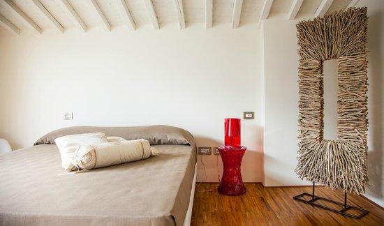 Rosso di Sera Relais Tuscany: White Four