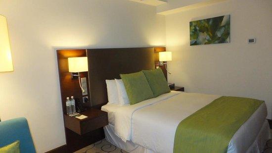 Radisson Hotel Brunei Darussalam: bed (room No. 529)