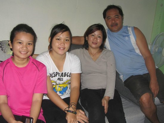 D'Cave Homestay : The family