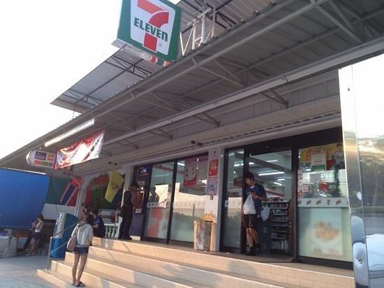 Mariya Boutique Residence at Suvarnabhumi Airport: seven eleven is handy next door