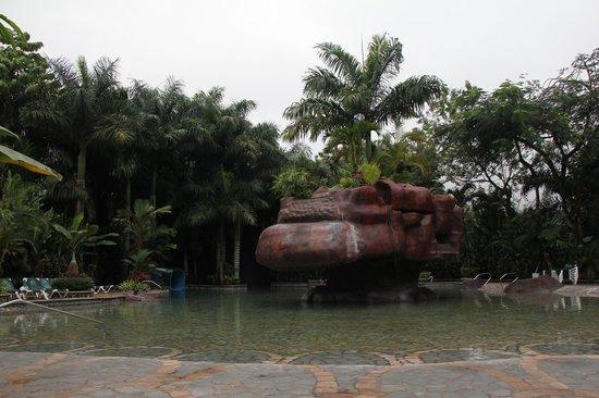 Baldi Hot Springs Hotel Resort & Spa: PISCINE ET JARDIN