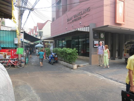 Baan Wanglang Riverside: l'hôtel de la rue
