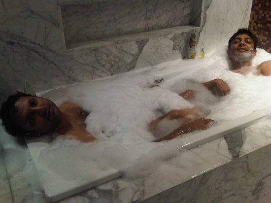 Oakwood Premier Prestige Bangalore: Tub:)