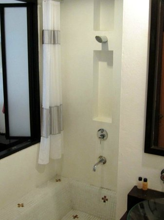 The Mantrini Boutique Resort: Shower