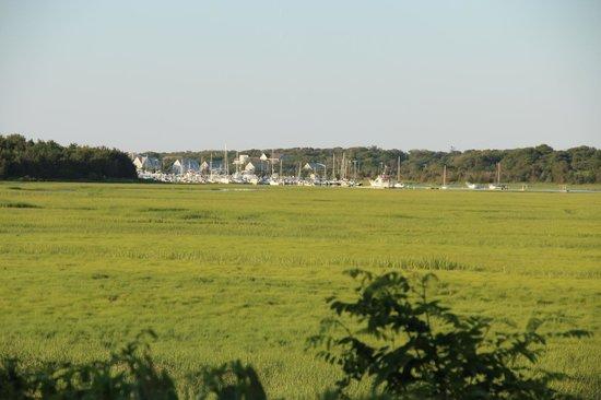 Marshside Restaurant: View of Sesuit Harbor from the inside of the restaurant