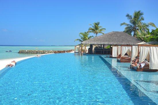 La piscine picture of the residence maldives for La piscine review