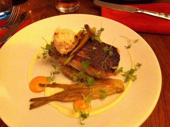 The Lamb Inn: Sea bass